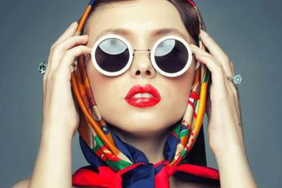Foulard per capelli: un trend in stile Saint-Tropez