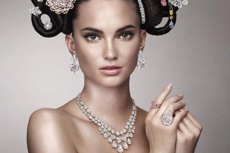 Gioielli per capelli: accessori e ornamenti tutti di strass
