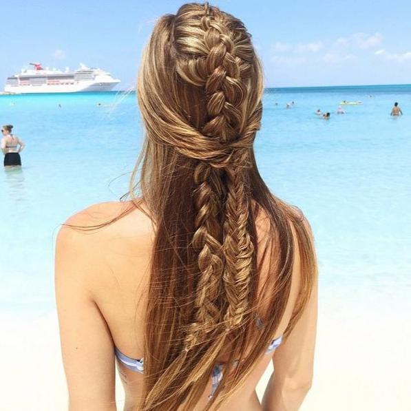 Acconciature capelli lunghi al mare