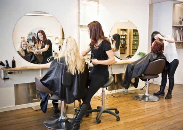 Dal parrucchiere una volta a settimana è una moda 2