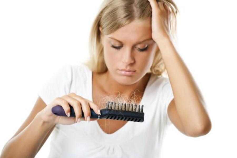 Caduta capelli dopo la gravidanza: ecco alcuni rimedi naturali