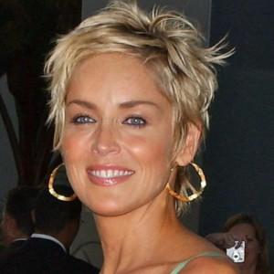 Tagli capelli corti per donne di 60 anni