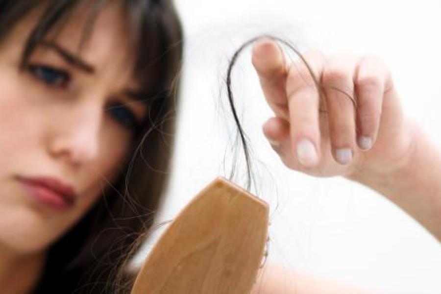 Caduta capelli: cause, sintomi, prevenzione e rimedi naturali