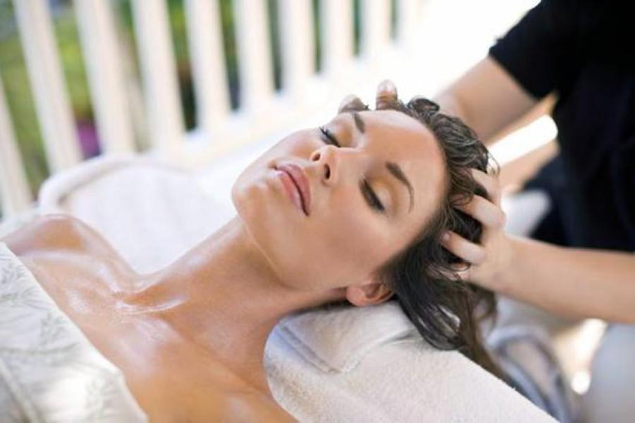Massaggio capelli e cuoio capelluto: ecco un rimedio anti-caduta