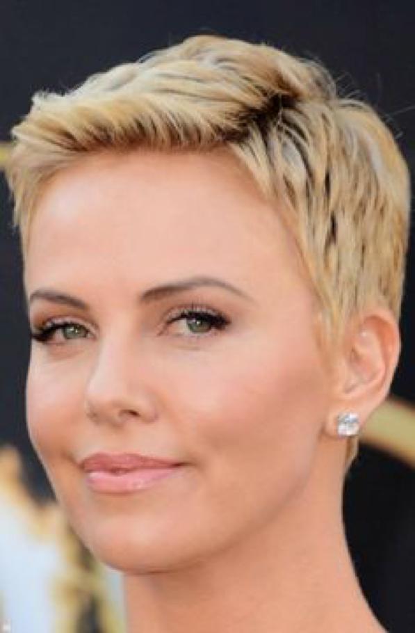 Consigli per capelli e... Charlize Theron Haircut