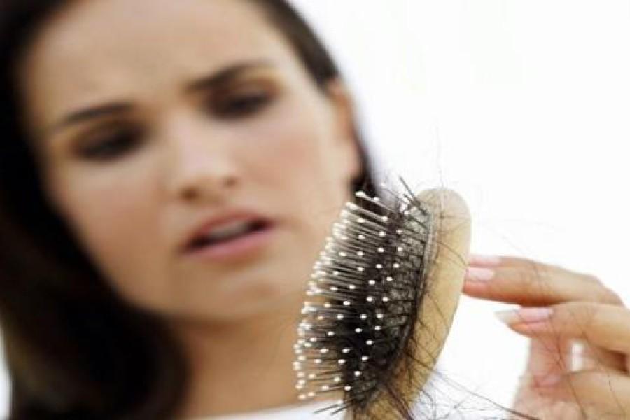 Perdita di capelli: quando preoccuparsi e quando è normale?