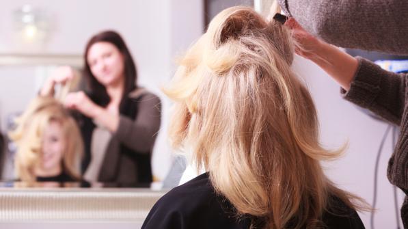 Andare dal parrucchiere -ecco come spiegagli bene come vuoi i capelli.