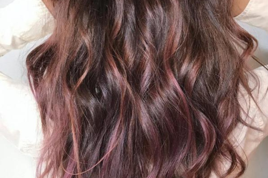 Colore capelli 2017: è di moda il castano chocolate mauve