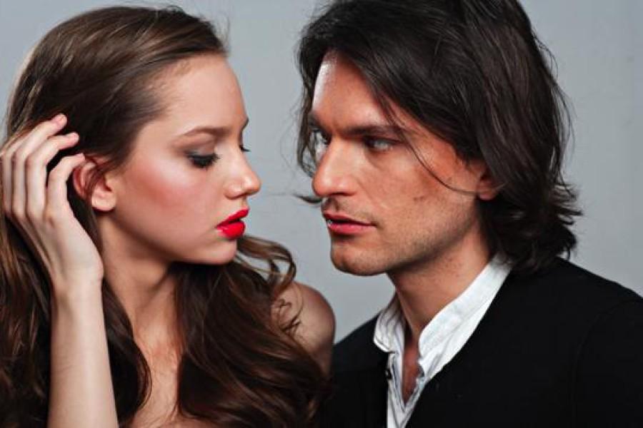 Linguaggio del corpo: i capelli lunghi come arma di seduzione.