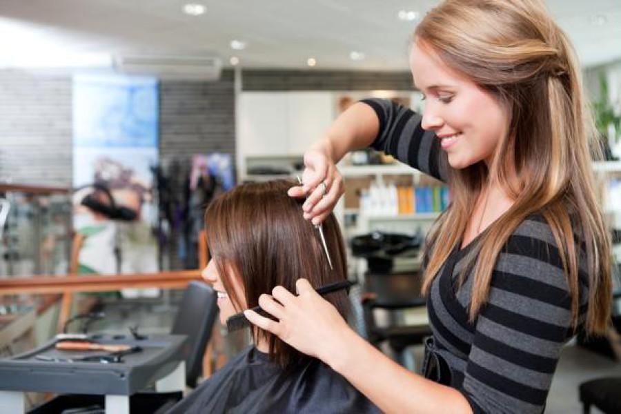 Dal parrucchiere una volta a settimana è una moda!