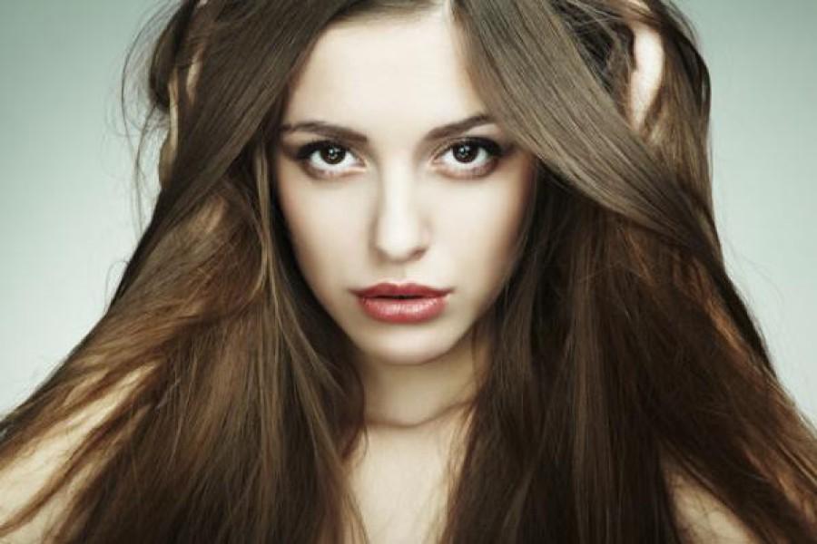 Problemi capelli lisci: svantaggi dell'avere i capelli lisci