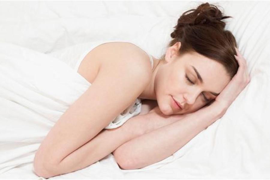 Capelli per dormire: meglio legati o sciolti?