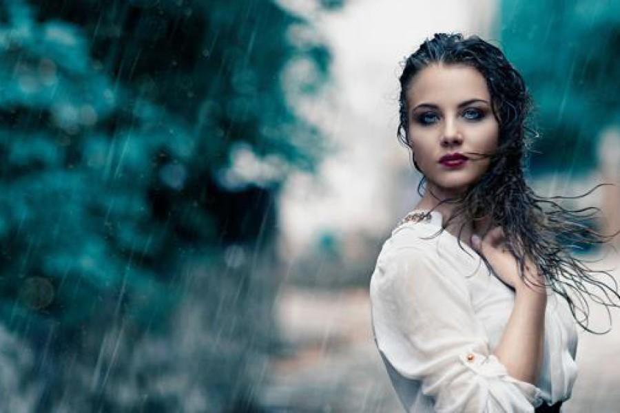 Capelli con la pioggia: acconciature per combattere l'umidità